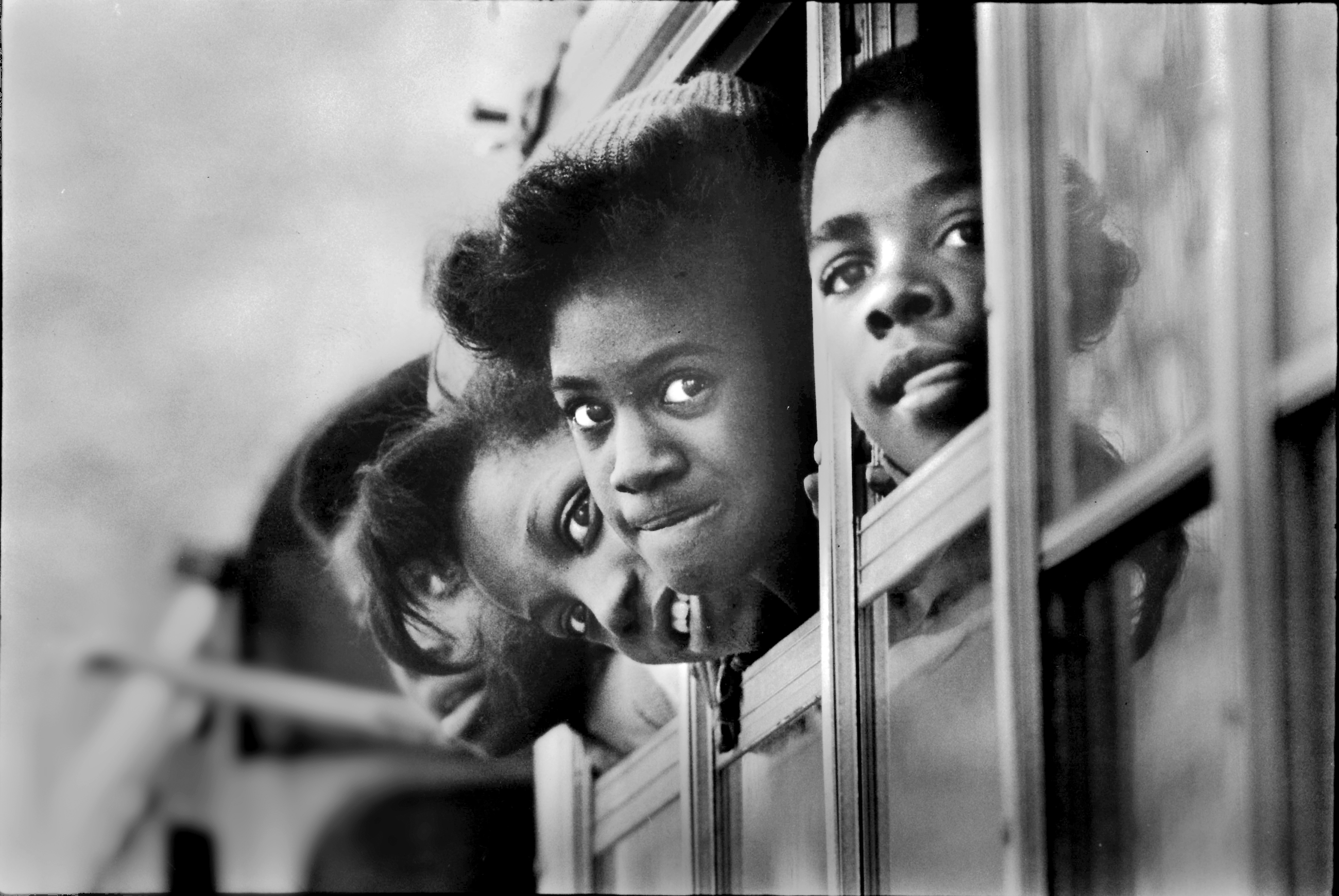 Edgewood Middle School students lean out of bus windows on Jan. 7, 1982. Edgewood schools were among those dissolved and integrated into the Woodland Hills School District. (Photo by Pittsburgh Press. Reprinted with permission from the Pittsburgh Post-Gazette.)
