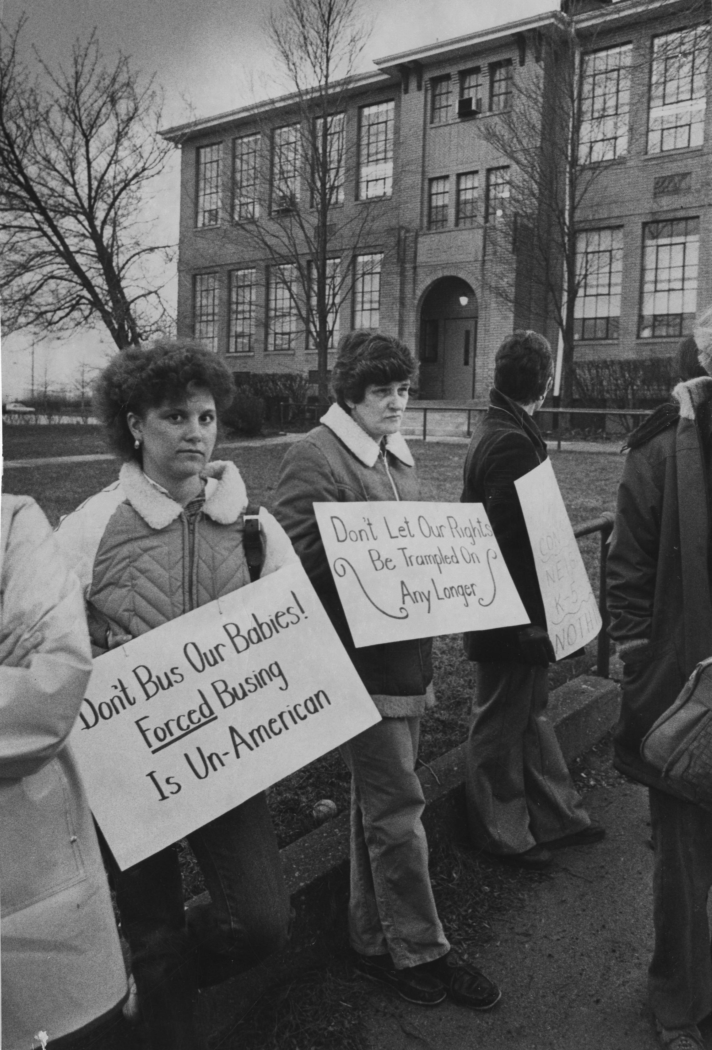 Parents protesting the new school district outside of Franklin House, the Woodland Hills district administration office, in 1982. In 2016, bussing students to schools when one is close enough to walk remains an issue. (Photo by Darrell Sapp. Reprinted with permissions from the Pittsburgh Post-Gazette.)