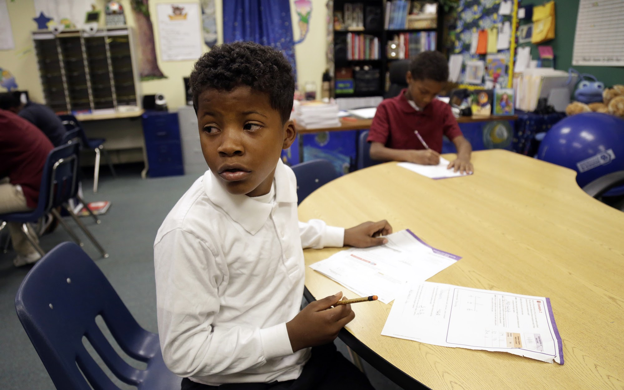 Barrett Elementary School fourth grader Bréyon Burt, 9, works on a line plot in math class on Nov. 1, 2017. (Photo by Ryan Loew/PublicSource)