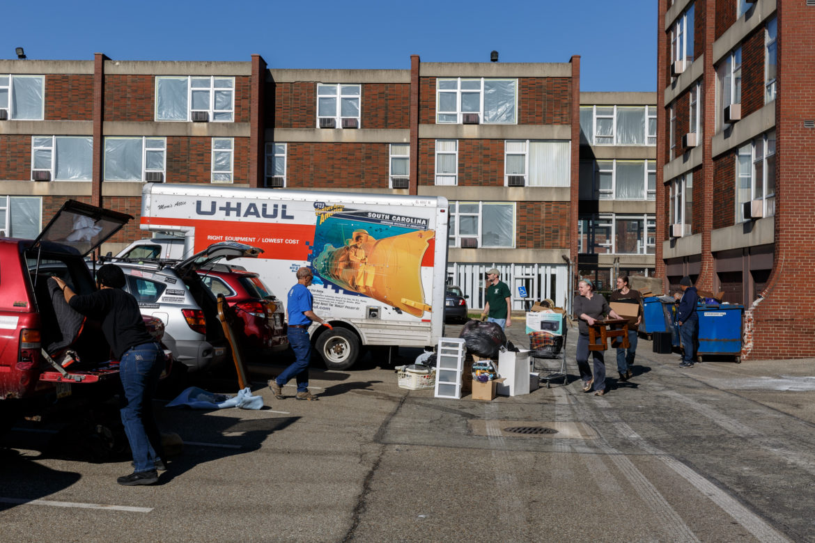 Volunteers help to pack boxes and load trucks at the Penn Plaza Apartment complex on February 19, 2017. (Photo by Maranie Rae Staab/PublicSource)