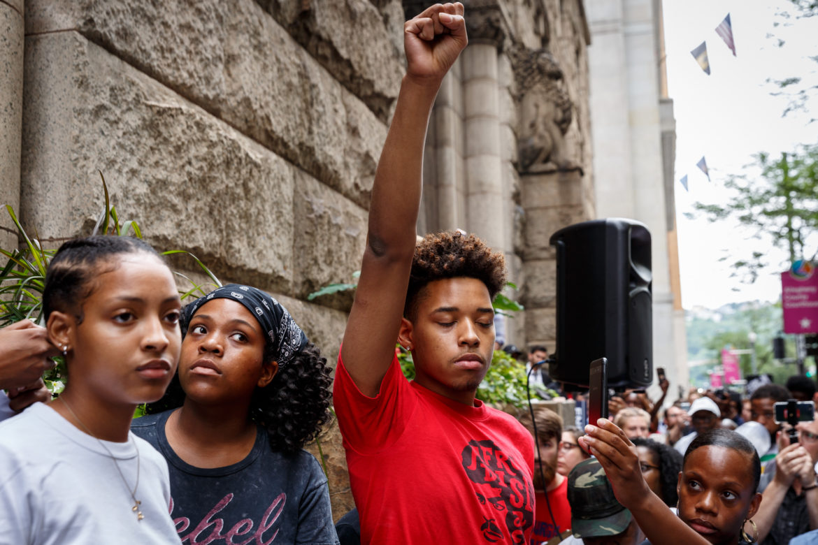 Headlines ReadingWhileBlack Mom outraged after 11yearold son traumatized by police at library March 14 2019 1 Comment A Wisconsin mother is looking for