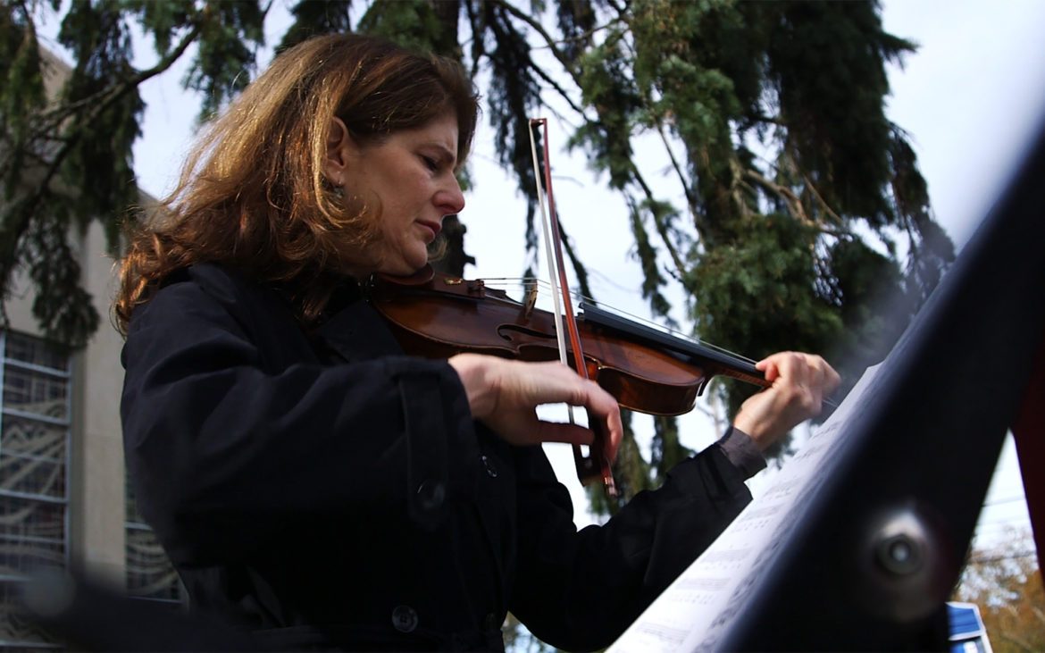 'This was my bouquet': At Tree of Life, a violinist offers up music as a means to mourn