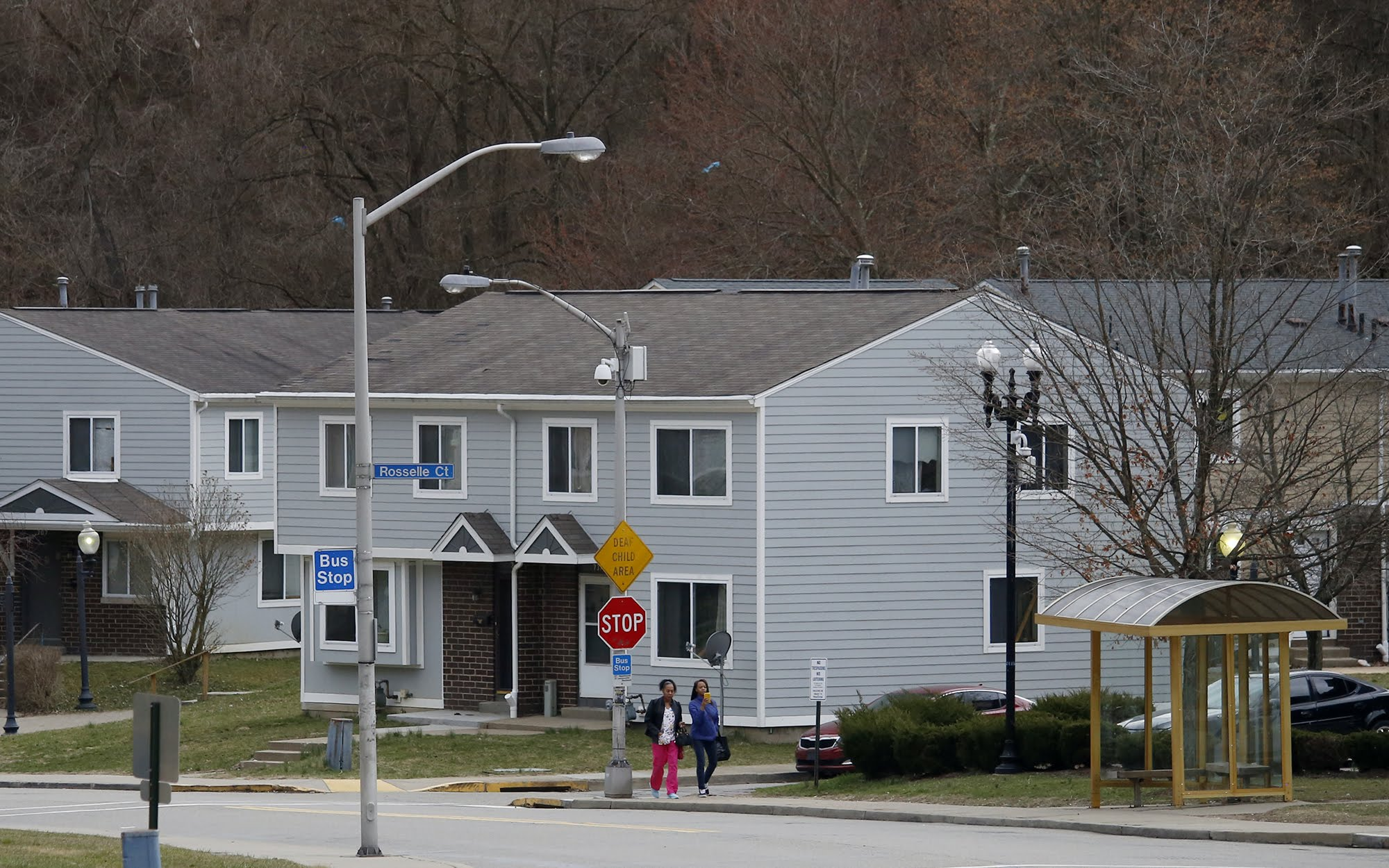 In housing authority's attempt to privatize public housing, missteps