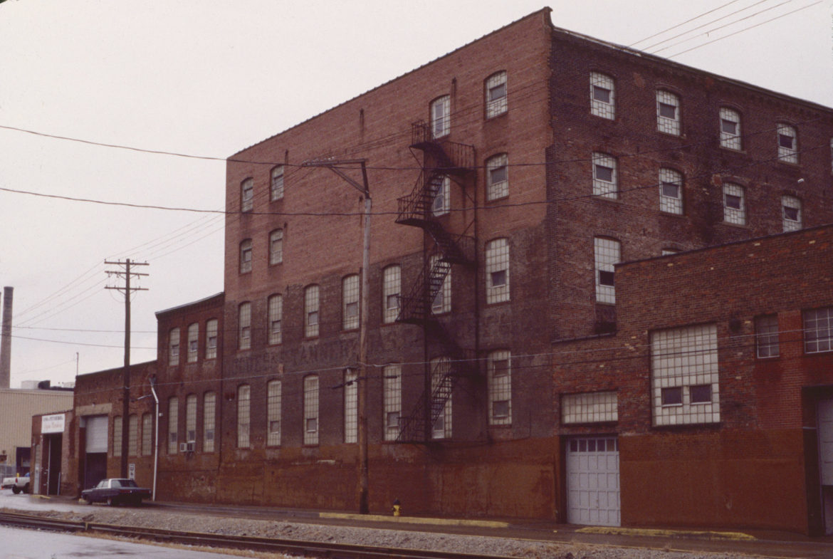 The Pittsburgh Wool Company building on River Avenue in 1997. (Photo by David S. Rotenstein)
