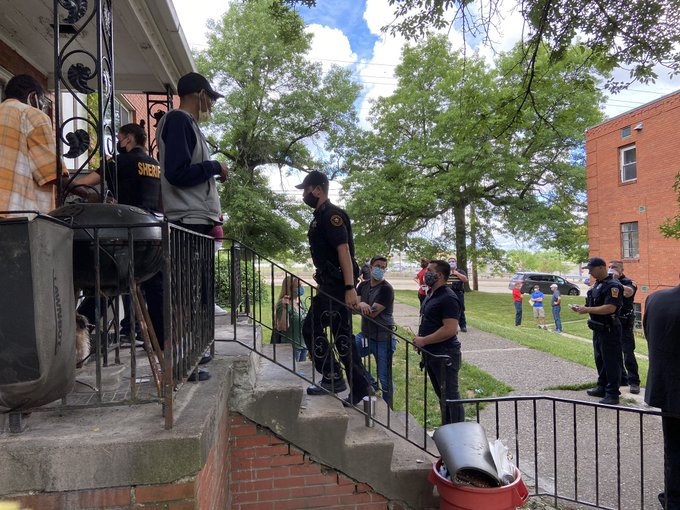 Police in Penn Hills enter the last occupied building in Valmar Gardens, asking residents to leave, on June 19, 2020. The residents were eventually given more time to prepare to move, but were later ejected. (Photo by Rich Lord/PublicSource)