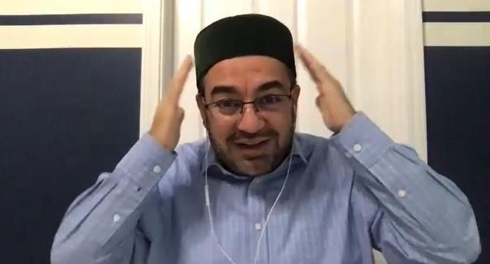 Imam Abdullah Antepli explains the meaning of his Muslim skull cap or head covering